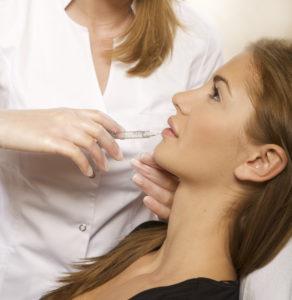 Injection de botox dans les levres